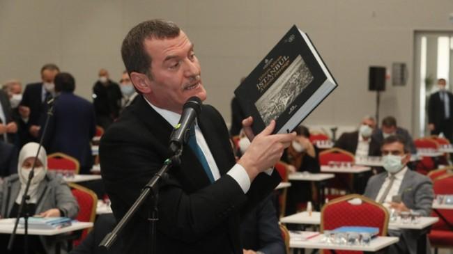 İBB, kitapların künyelerini kopararak kültür miraslarına saygısızlık yaptı!