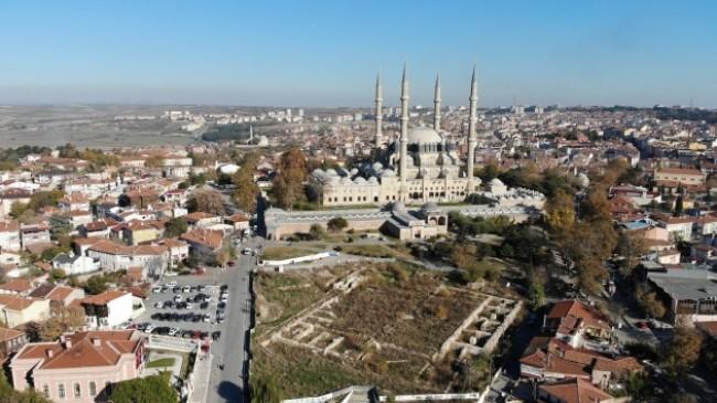 Selimiye Camii meydanını yapamayan CHP, Türkiye'yi yönetmeye talip!