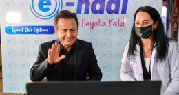 Başkan Yazıcı, işaret dili ile 'Dünya Engelliler Günü' mesajı verdi