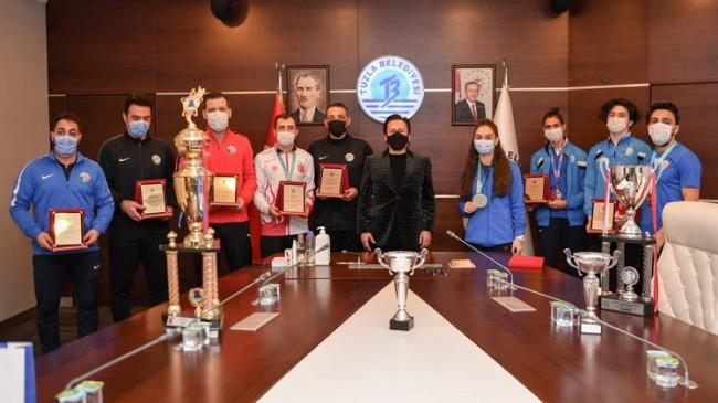 Başkan Yazıcı, Spor Akademisi'nin başarılı sporcularını ödüllendirdi