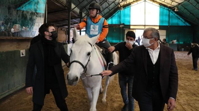 """Beykoz Belediyesi, otizmli çocuklara """"Atla Terapi"""" hizmeti veriyor"""