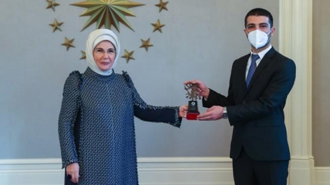 Emine Erdoğan, 'yılın basın fotoğrafları' ödüllerini verdi