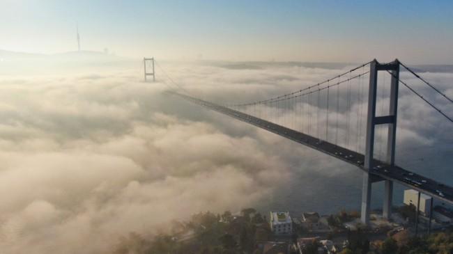 Sis, 15 Temmuz Şehitler Köprüsü'nü adeta sarıp sarmaladı