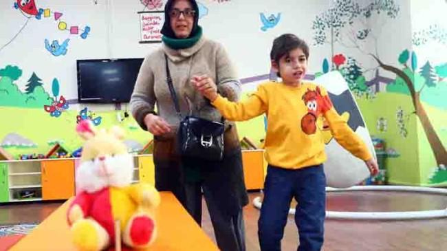 Bağcılar Belediyesi'nin Engelli Sarayı, otizmli ve epilepsi hastası 8 yaşındaki Aras'a şifa oldu
