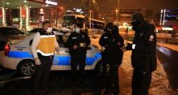 Çekmeköy Belediyesi'nden polisimize karlı ve soğuk havada çorba ikramı