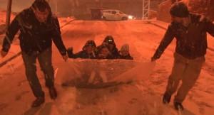 İstanbul'da karın tadını çocuklar çıkarıyor