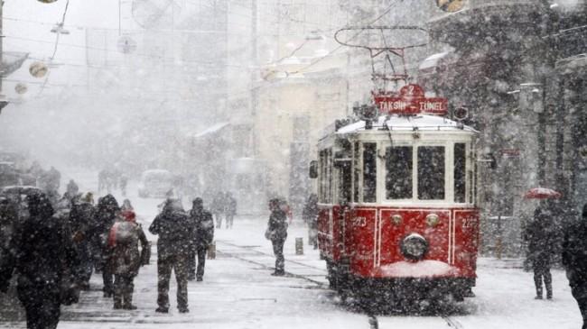 İstanbulluların kar yağışı sevinci