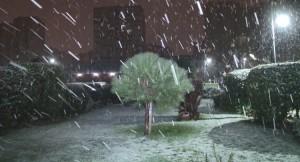 Kar, İstanbul'da bazı yerlerde tuttu