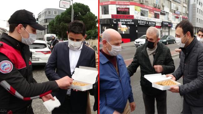 Milletvekilleri Eyüp Özsoy ile Osman Boyraz, Maltepe'de görev yapan polis ekiplerine baklava dağıttı