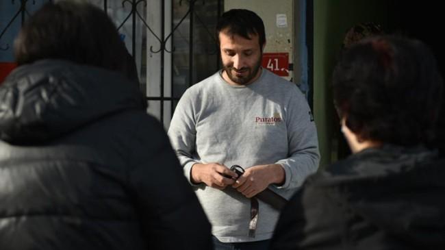 Tuzla Belediyesi, görme engellilere beyaz baston hediye etti