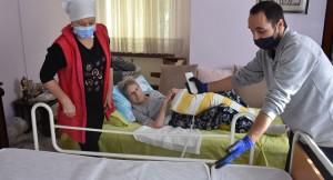Tuzla Belediyesi'nden yatalak ve bakıma muhtaç hastalara hasta yatağı desteği
