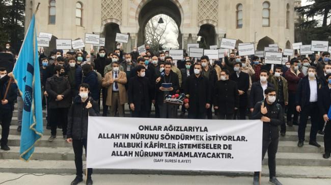 Boğaziçi Üniversitesi'nde Kâbe fotoğrafı yere serilmesi Beyazıt'ta protesto edildi