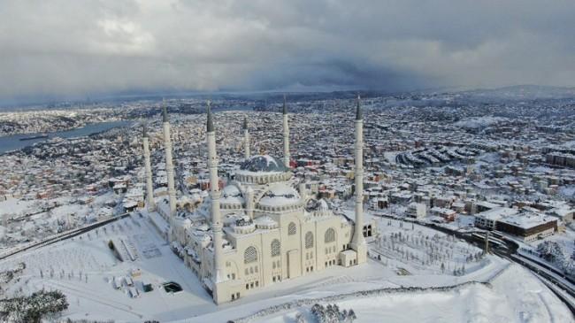 Çamlıca Camii'nden mükemmel karlı görüntüler