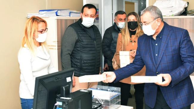 İsmail Erdem, İlçe Sağlık Müdürlüğü ve Kızılay'ı ziyaret etti
