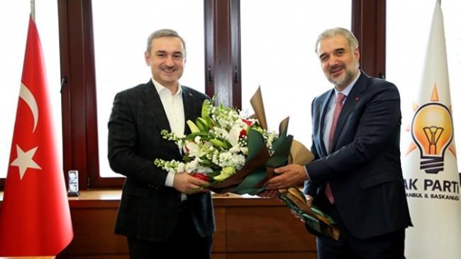 İstanbul İl Başkanı Kabaktepe, Şenocak'ı çiçekle uğurladı