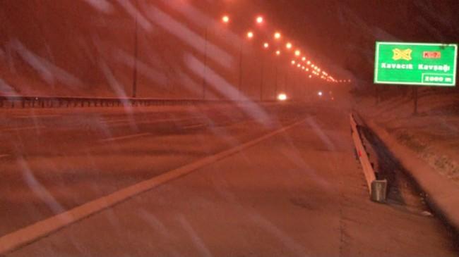 İstanbul'da kar yağışı aralıksız sürüyor