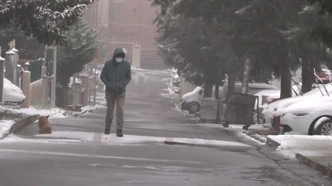 İstanbullular kar yağışı ile buluştu
