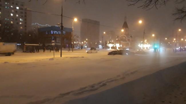 Kar yağışı Rusya'da hayatı durdurdu
