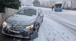 Kar ve buzlu yolda kaza 'geliyorum' dedi