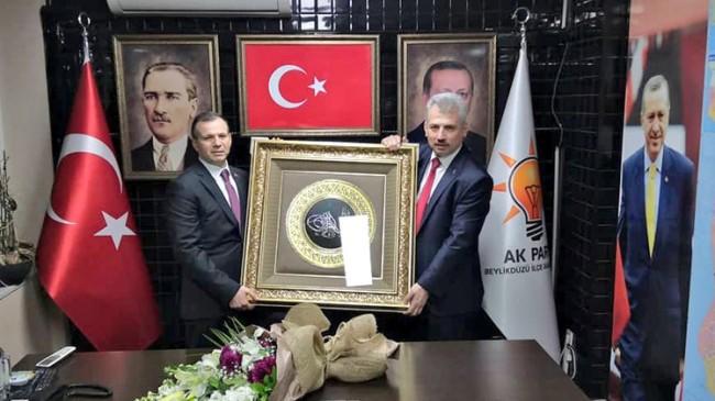 Mustafa Günaydın, AK Parti Beylikdüzü hizmet bayrağını teslim aldı