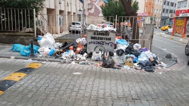 Kadıköy'ün çöplerini toplayan İBB'ye grevdeki işçilerden tepki geldi