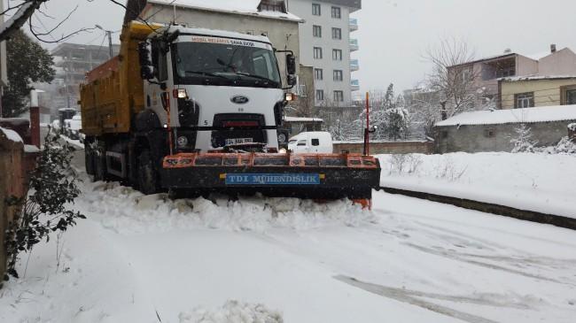 Sultanbeyli Belediyesi'nin kar çalışmaları aralıksız devam ediyor