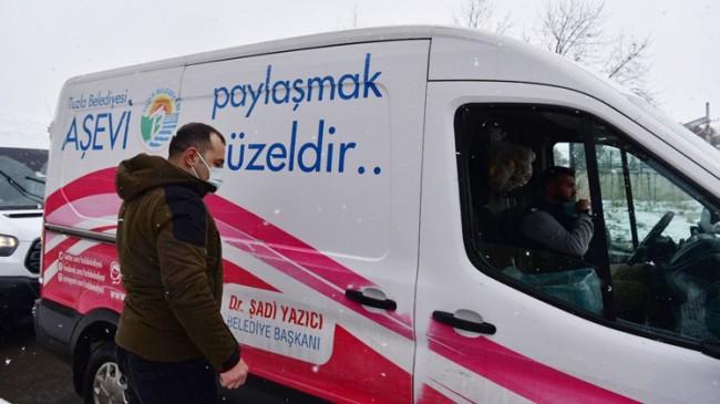 Tuzla Belediyesi yoğun kar yağışında bile sıcak yemek hizmetini aksatmadı