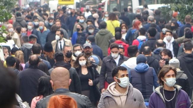 İstiklal Caddesi'nin yoğunluğunu önlemek için giriş çıkışlar kontrol altında tutuldu