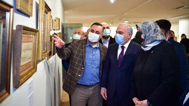 """Fatih'te """"Âsâr"""" Hüsn-i Hat Eserleri Sergisi açıldı"""