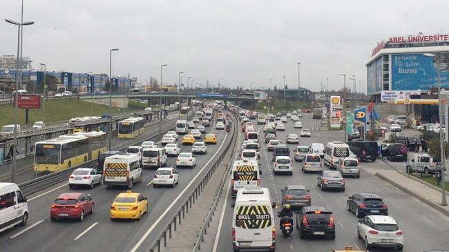 Gün, trafik yoğunluğu ile başladı