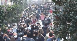 İstiklal Caddesi'ndeki bu yoğunluğu Valilik ve İBB bir yıldır görmüyor mu?