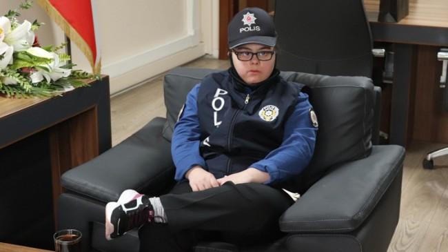 Polis olmak isteyen Down Sendromlu Hayriye Özen'in hayali gerçek oldu