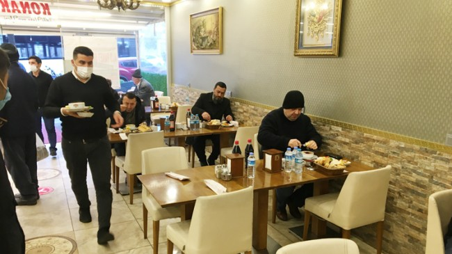 Restoran ve kafeler hizmet vermeye başladı