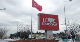 """Sancaktepe'de Türk Bayrağının altında """"Love Erdoğan"""" ne güzel de yakıştı"""