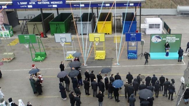 Sultanbeyli Belediyesi'nden sıfır atığa dikkat çekmek için basketbol potaları