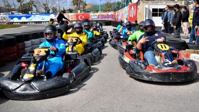 Tuzla Belediye Başkanı Şadi Yazıcı, sağlıkçılarla karting yarışı yaptı