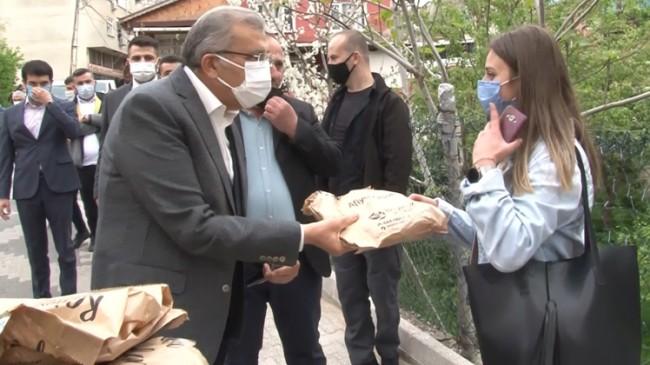 Başkan Murat Aydın'ın dağıttığı pideler bahane, Beykozlularla sohbet şahane
