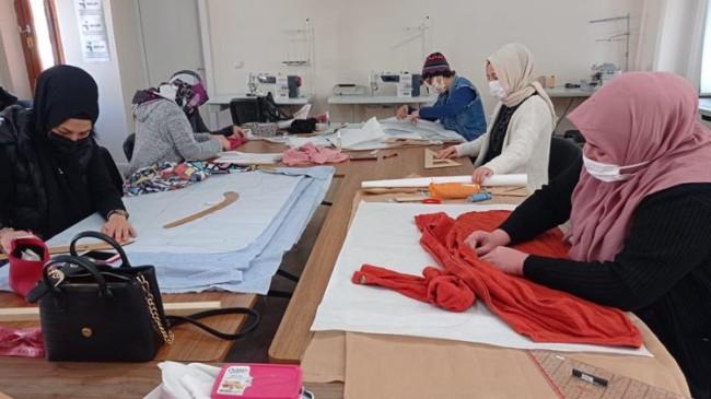 Beyoğlu Belediyesi hem meslek öğretiyor hem para kazandırıyor