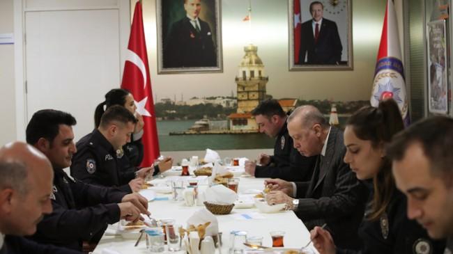 Erdoğan polislerle iftar açtı