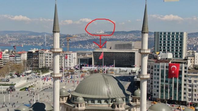 İki ünlü cami aynı karede buluştu