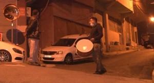 Ramazan Davulcusu, koronavürüs bestesi ile İstanbulluları sahura kaldırdı