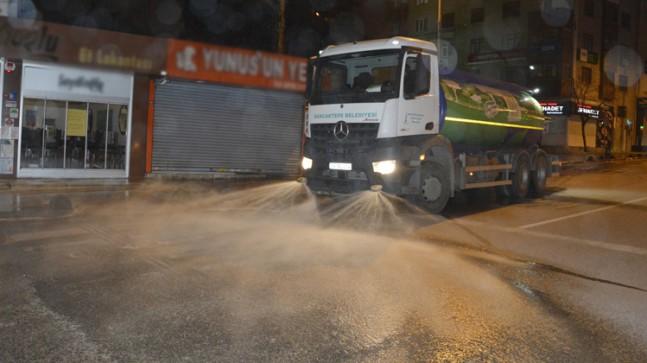 """Sancaktepe Belediyesi, """"Sen mutlu ol ben yaparım"""" sloganıyla ilçeyi temizliyor"""
