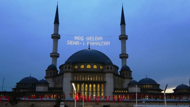 Taksim Camii mahyalarıyla açılışa hazır