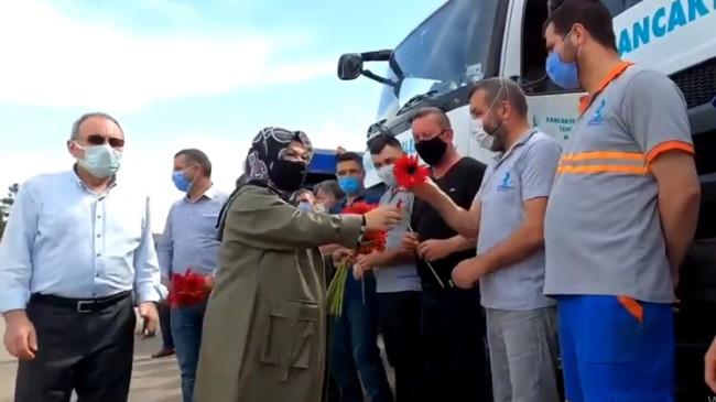 Döğücü, belediye işçilerinin '1 Mayıs Emek ve Dayanışma Günü'nü kutladı