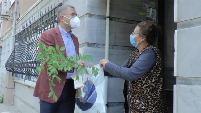 Başkan Türkmen'den mor salkım fidesiyle anneler günü kutlaması