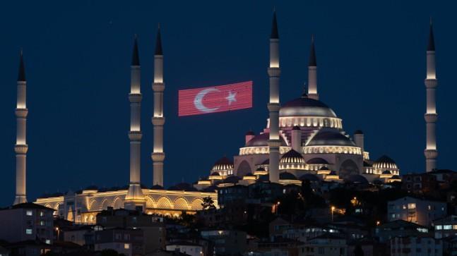 Büyük Çamlıca Camii de İstanbul'un siluetleri arasında yerini aldı