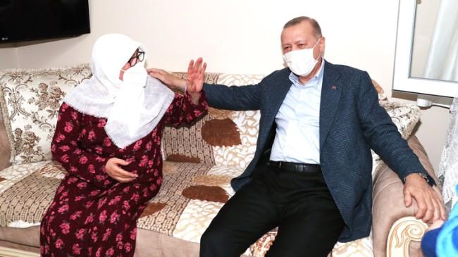 Cumhurbaşkanı Erdoğan, Mahruze Keleş teyzeyi evinde ziyaret etti
