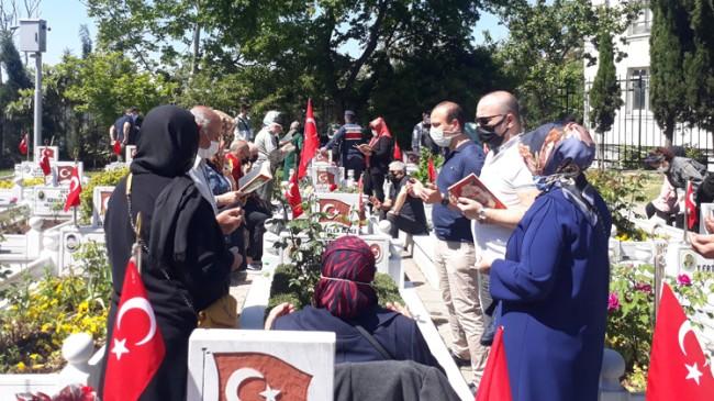 Edirnekapı Şehitliği'nde ailelerin hüzün ve gözyaşı hakimdi