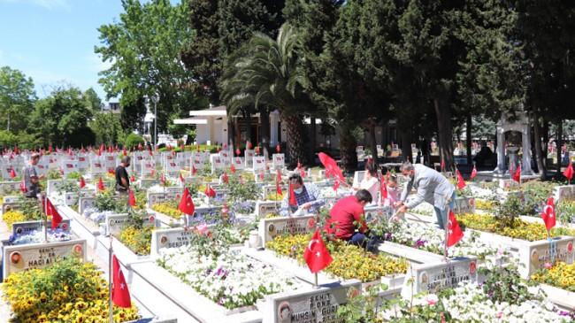 Edirnekapı Şehitliği'nde hüzünlü ziyaret