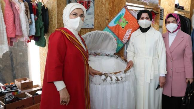 Emine Erdoğan, geliri Filistinli çocuklara bağışlanacak olan dönüşüm pazarında
